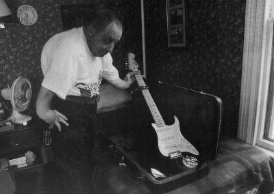 12_Nilo_Guitar